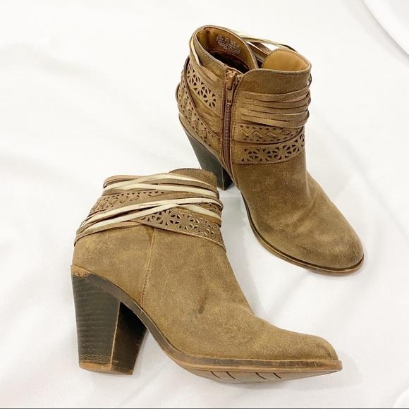 Fergie Women's Weldon Ankle Boots Sand Size 8.5